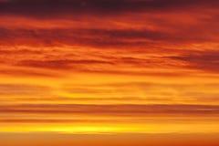 Fond rouge coloré de ciel Photographie stock libre de droits