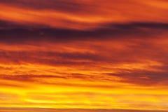 Fond rouge coloré de ciel Photos libres de droits