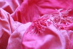 Fond rouge d'écharpe image libre de droits