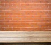fond rouge de brique, de brique et d'espace libre pour vous et l'espace en bois de bureau Image stock