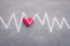 Fond rouge de coeur et d'analyse de grapg d'impulsion Photos stock