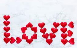 Fond rouge de coeurs d'amour le jour de valentines Photographie stock