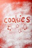 Fond rouge de cuisson de Noël avec de la farine images libres de droits