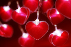 Fond rouge de Saint-Valentin de quirlandes électriques de coeur Images stock