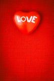 Fond rouge de symbole d'amour de coeur Photos libres de droits