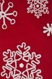 Fond rouge et blanc de flocon de neige Images stock