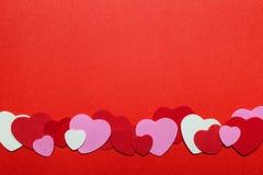 Fond rouge et rose de coeurs de jour de valentines Photos stock