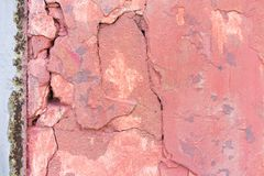 Fond rouge pâle usé de texture de mur en béton Plâtre texturisé image stock