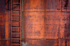 Fond rouillé en métal avec une échelle Image libre de droits