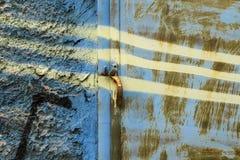 Fond rouillé en métal de mur texturisé photos libres de droits