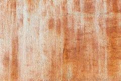 Fond rouill? Vieux feuillard rouill? Brun clair avec des filets d'un mur rouillé du garage Texture de grunge de Brown photos libres de droits