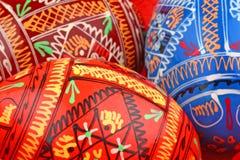 Fond russe de trois oeufs de pâques côte à côte Images stock