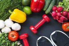 Fond sain de nourriture Ingrédients pour la cuisson Vue supérieure Copiez l'espace Fond foncé Régime de forme physique image libre de droits