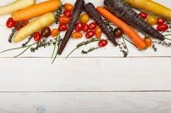 Fond sain de nourriture Photographie de studio de différents légumes sur la vieille table en bois Photo libre de droits