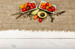Fond sain de nourriture Photographie de studio de différents légumes sur la vieille table en bois Images libres de droits