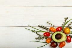 Fond sain de nourriture Photographie de studio de différents légumes sur la vieille table en bois Photos libres de droits