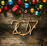 Fond saisonnier de 2017 bonnes années avec des babioles de Noël Photos stock