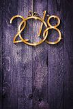 Fond saisonnier de 2018 bonnes années avec le vrai pin vert en bois Photographie stock libre de droits