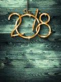 Fond saisonnier de 2018 bonnes années avec le vrai pin vert en bois Images libres de droits