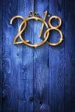 Fond saisonnier de 2018 bonnes années avec le vrai pin vert en bois Image libre de droits