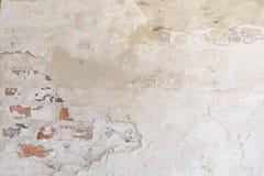 Fond sale Mur de briques de vintage avec le stuc blanc minable Image stock