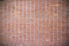 Fond sale rouge de mur de briques Images libres de droits