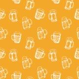 Fond sans couture avec des verres de bière Photographie stock