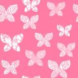 Fond sans couture avec les papillons roses décorés des modèles blancs illustration de vecteur