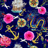 Fond sans couture d'imagination avec le dragon, les roses et les emblèmes de mer Photos libres de droits