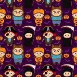 Fond sans couture de Halloween avec les enfants drôles dans le costume de Halloween illustration libre de droits