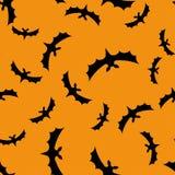 Fond sans couture de modèle avec des battes Noir sur la texture orange illustration libre de droits
