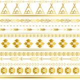 Fond sans couture tribal aztèque de modèle d'or La conception tribale peut être appliquée pour des invitations, tissus de mode Images stock