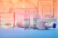 Fond scientifique Outils pour l'histopathologie en vert et ora photo libre de droits