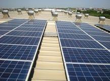 Fond solaire de ventilateurs d'aérage de toit de dessus de toit de picovolte images libres de droits