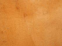 Fond souillé texturisé brûlé approximatif de mur coloré par ocre orange photo libre de droits
