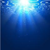 Fond sous-marin avec des rayons du soleil Fond Editable de vecteur illustration stock
