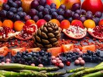 Fond superbe sain de s?lection de nourriture Haute en antioxydants, vitamines, minerais et anthocyanines photo libre de droits