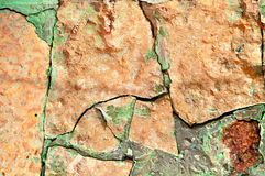 Fond texturisé approximatif en pierre - plan rapproché de vieille pierre orange pâle cassée rugueuse image libre de droits
