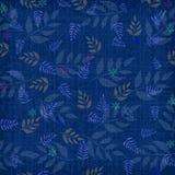 Fond texturisé bleu avec la configuration de fougère Photo stock