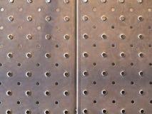 Fond texturisé perforé d'acier inoxydable image libre de droits
