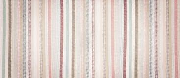 Fond texturisé de vintage de tissu coloré mou rayé Photos stock