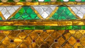 Fond thaïlandais de mosaïque de style de mur coloré Photographie stock