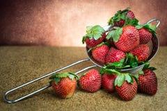 Fond toujours d'éclat de lumière de fraise de la vie images stock
