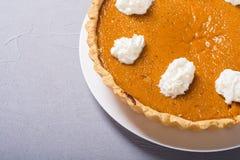 Fond traditionnel américain fait maison de nourriture d'automne de tarte de potiron photo stock