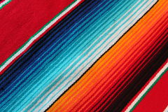 Fond traditionnel mexicain de fiesta de poncho de couverture du cinco De Mayo du Mexique avec des rayures Images libres de droits