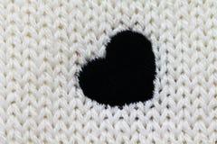 Fond tricoté avec le coeur image stock