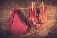 Fond tricoté d'hiver de mitaines Images stock