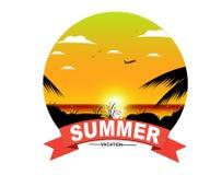 Fond tropical de coucher du soleil d'été avec l'insigne des textes Photos stock