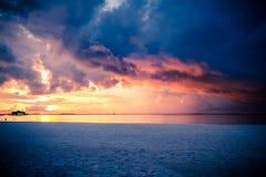 Fond tropical de coucher du soleil de plage Images libres de droits