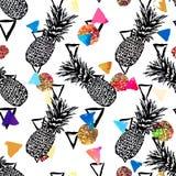 Fond tropical de modèle de vecteur sans couture avec les ananas tirés par la main Images stock